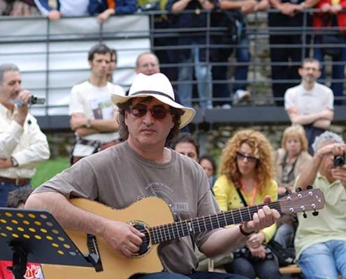 Franco Morone a Sarzana 2008. International Acoustic Guitar Meeting, prove generali orchestra 10-100-1000 chitarre a Sarzanza (Sp)