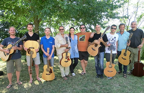 Workshop di chitarra fingerstyle con Franco Morone al casale marchigiano Poggio agli Ulivi sede dell'Acoustic Guitar Workshops.